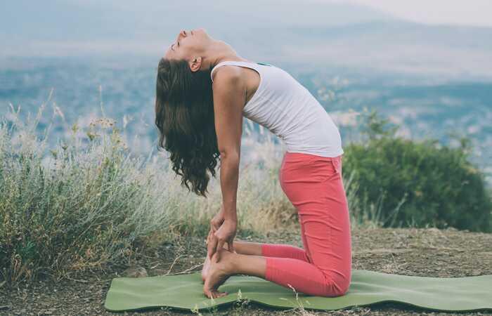 10 effektive yoga poserer for at helbrede angst