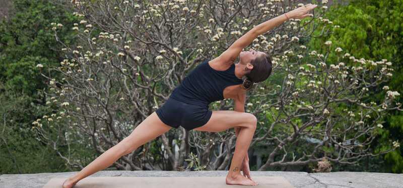 Ako to urobiť Utthita Parsvakonasana a aké sú jej výhody