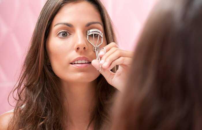 2 Unikke teknikker til at krølle dine øjenvipper perfekt
