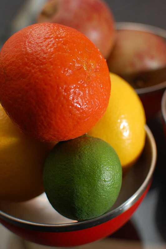 4 paprasti naminiai vaisių paketai riebiai odai