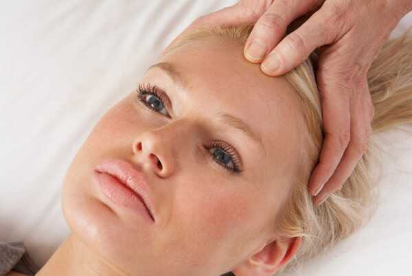 Ako sa zbaviť vlasov pádu Použitie Acupressure - krok za krokom Guide