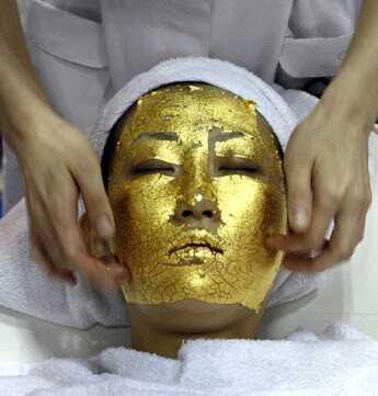 Gi deg selv en Gold Facial hjemme!