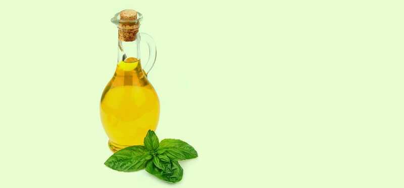 12 úžasných prínosov oleja z bazalky (Tulsi) na pokožku a vlasy