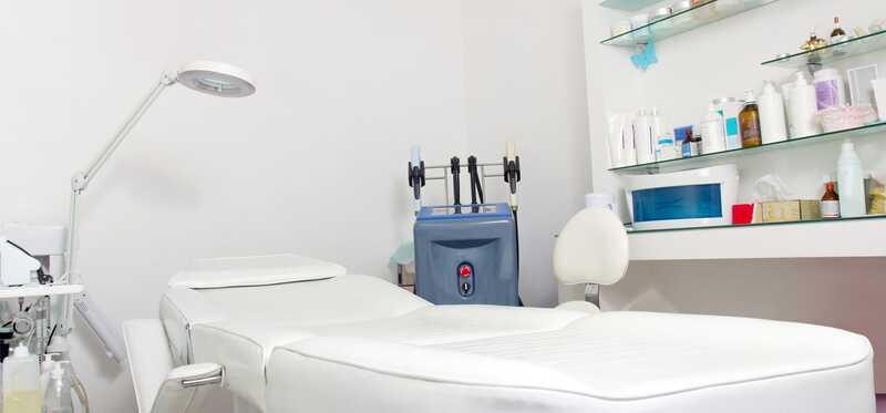 Top 9 kliniky liečby vypadávania vlasov v Dillí