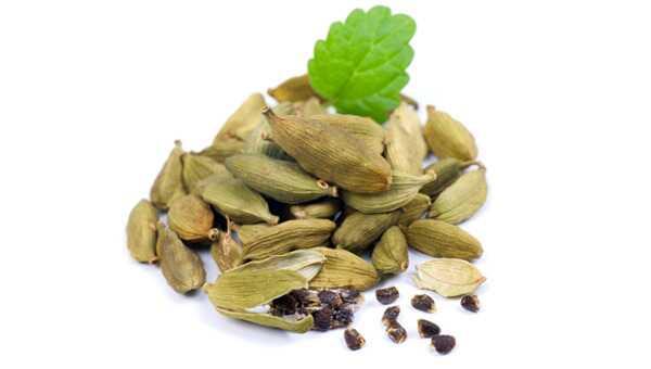 22 úžasných prínosov pre Cardamom (Elaichi)