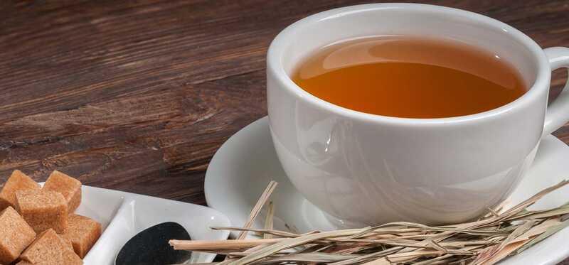 10 fantastiske sundhedsmæssige fordele ved citrongræs te