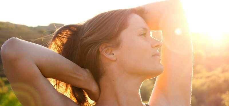 15 fantastiske fordele ved sollys til hud, hår og sundhed