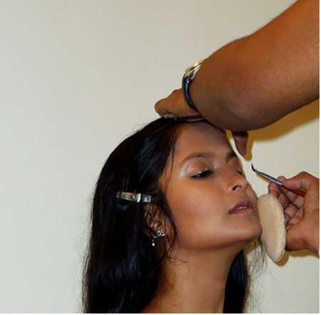 Hindský svadobný makeup tutorial - s podrobnými krokmi a obrázkami