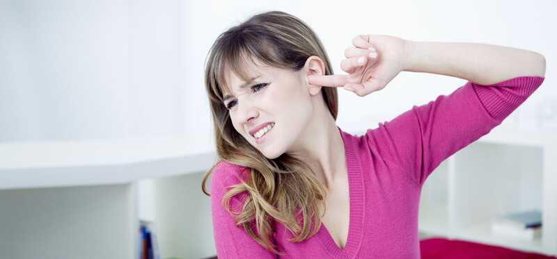 10 účinných domácich liekov na liečbu popping uší