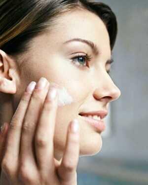 Hvordan laver man makeup længere på fedtet hud?
