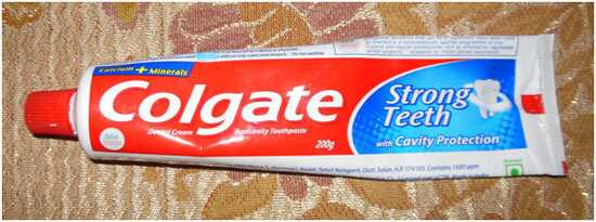 Hvordan man bruger tandpasta til at kæmpe bumser?