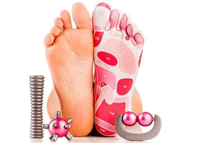 7 Belangrijke redenen waarom je je voeten elke nacht moet masseren voordat je gaat slapen