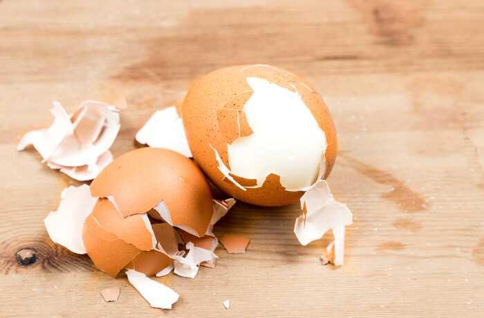 Ingenious Hacks at skrælle et hårdt kogt æg inden for få sekunder!
