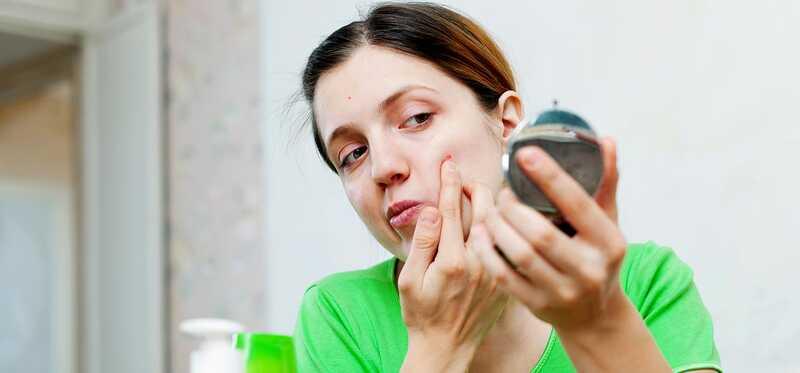 Er E-vitamin olie effektiv til acne og bumser?