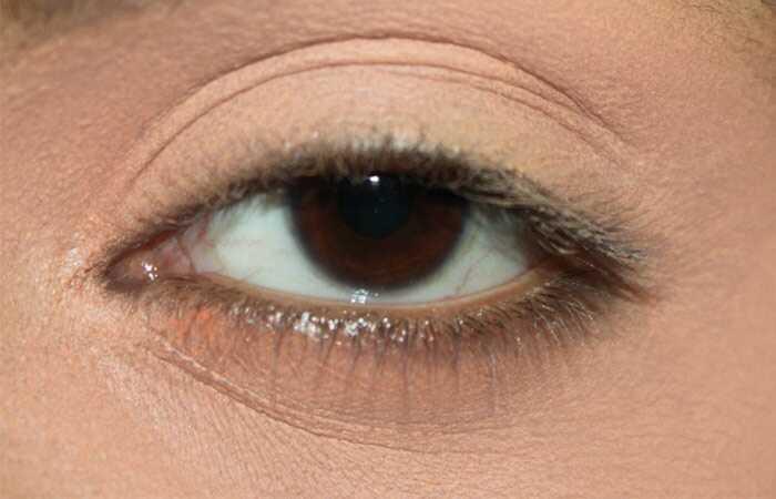 Kareena Kapoor inspireret øjenmakeup - 2 trin for trin vejledning med billeder
