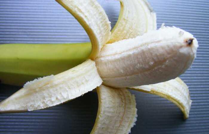 Leisk mums pasakyti, kaip padaryti savo bananų plaukų kaukę ir kaip jį išimti