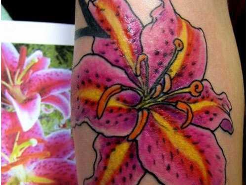 Top 10 lilli tätoveeringu kujundused