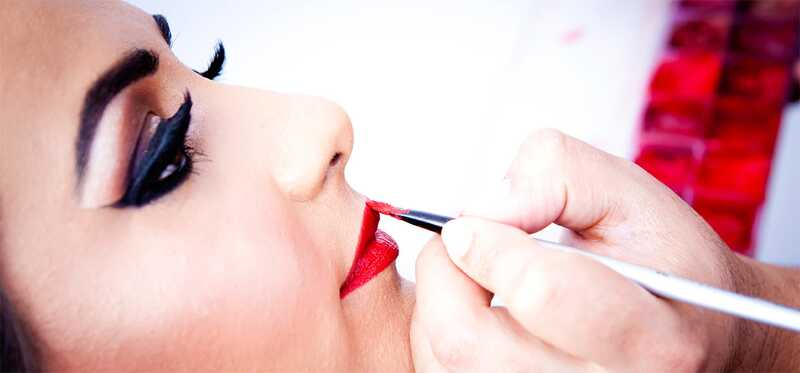 Top 5 balíčkov make-upu Meenakshi Dutt