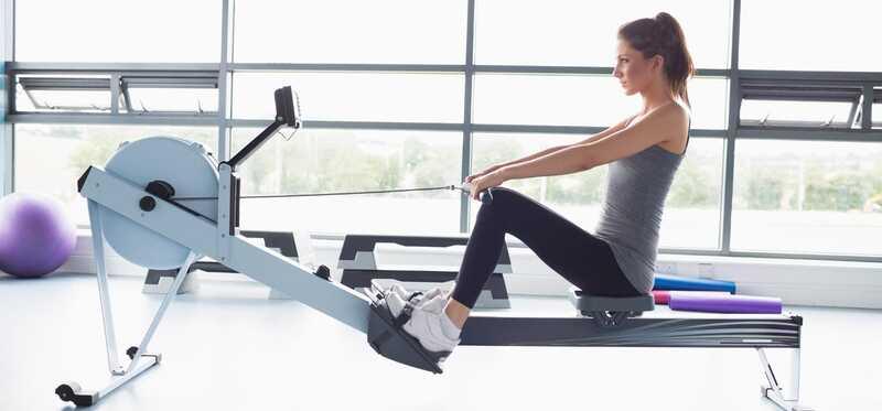 12 úžasných výhod z cvičenia veslovanie strojov na posilnenie vášho tela