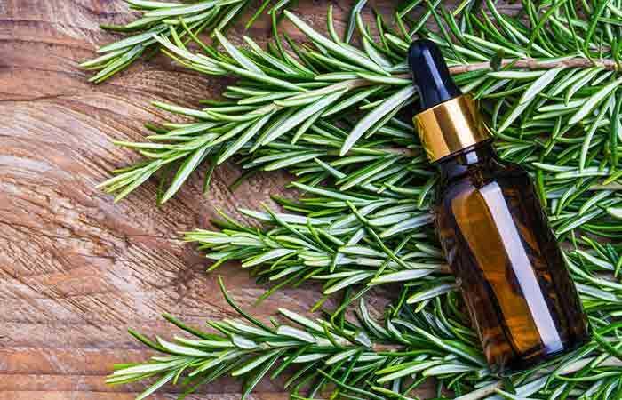 Ako Rosemary pomáha pri raste vlasov?