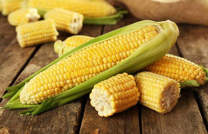 13 fantastiske fordele ved Sweet Corn til hud og hår