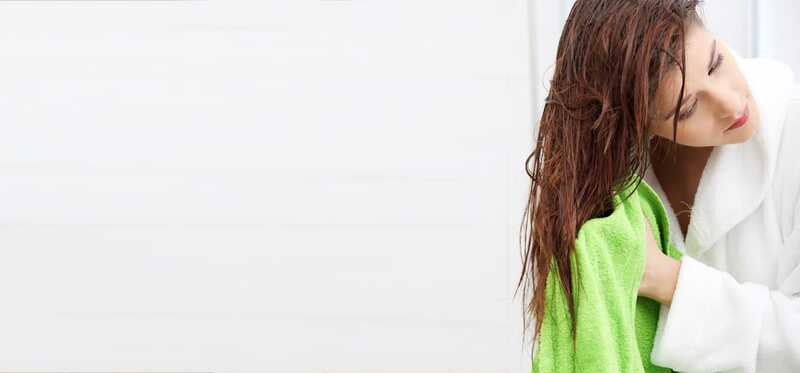 7 Sprchové triky na udržanie zdravých vlasov