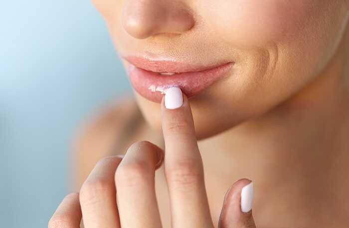 10 úžasných výhod použitia glycerínu na perách