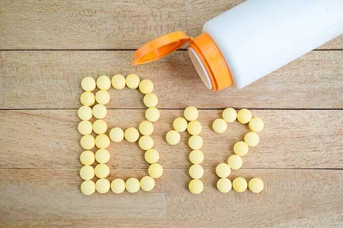 27 geweldige voordelen van vitamine B12 voor huid, haar en gezondheid