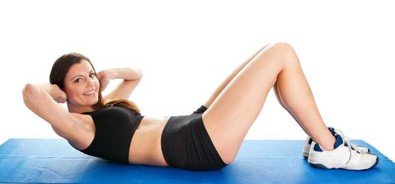 5 vienkāršas darbības, lai veiktu Ab Crunches, lai iegūtu Flat Belly