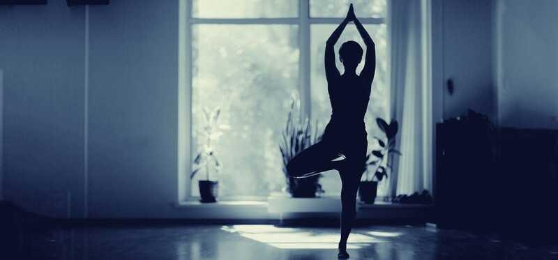 15 enkle tips til at praktisere yoga derhjemme