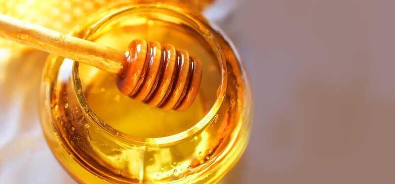 4 vienkārši veidi, kā medus var atrisināt sausu ādu Problēmas