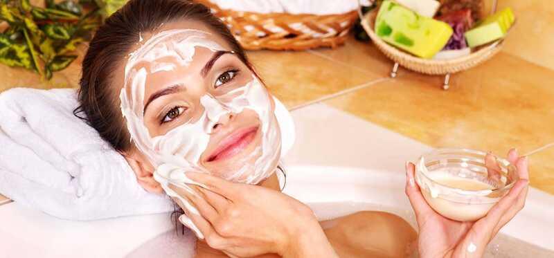 2 enkle måder at forberede smør ansigtsmaske på