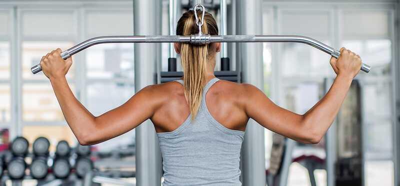 4 stupne Lat Pulldown cvičenie pre chudnutie
