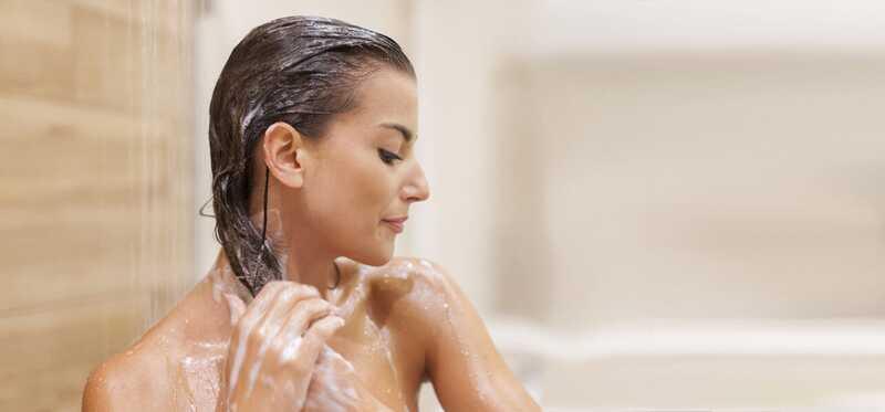 6 jednoduchých krokov na umytie vlasov šampónom