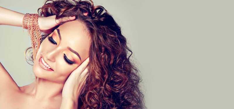 5 metoder til at rette dit krøllede hår