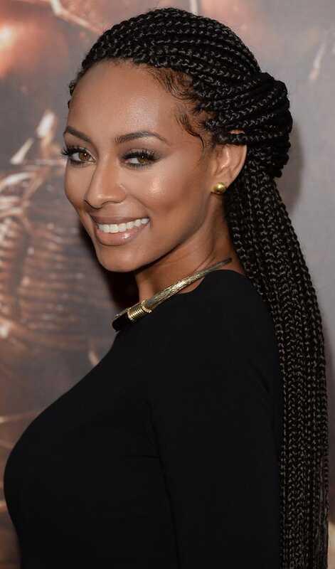 10 úžasných účesov Braided Updo pre čierne ženy