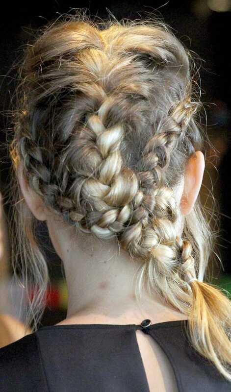 8 stilingos ir madingos ilgos šukuosenos mokykloms