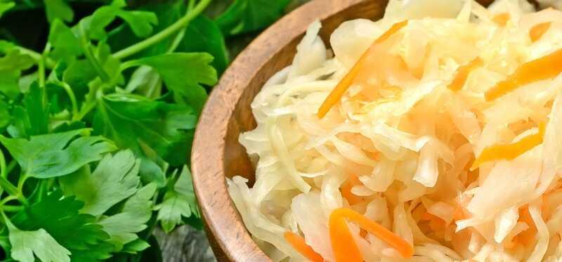 15 fantastiske sundhedsmæssige fordele og brug af Sauerkraut