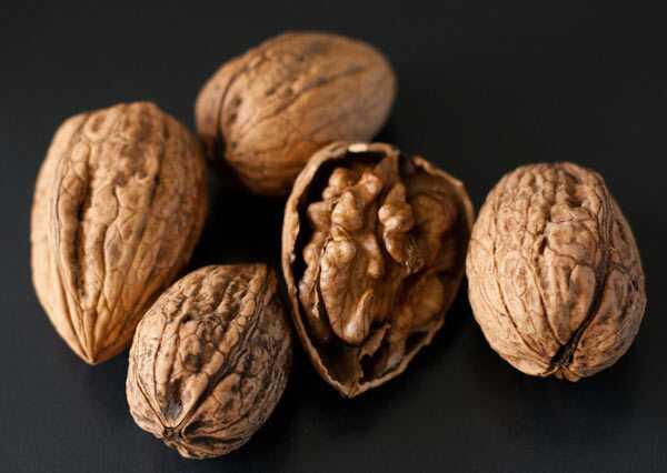 20 úžasných prínosov orechov (Akhrot) pre pokožku, vlasy a zdravie