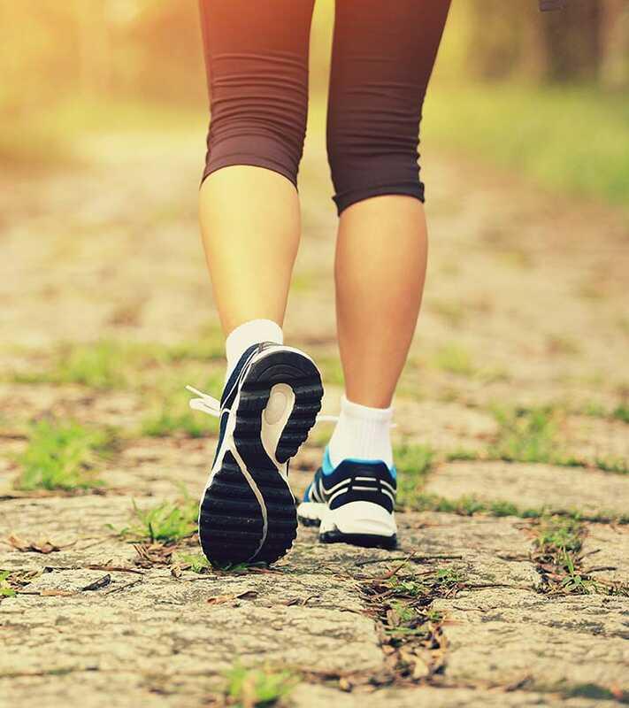 10 nuostabių sveikatai naudingų vakarinių pėsčiųjų