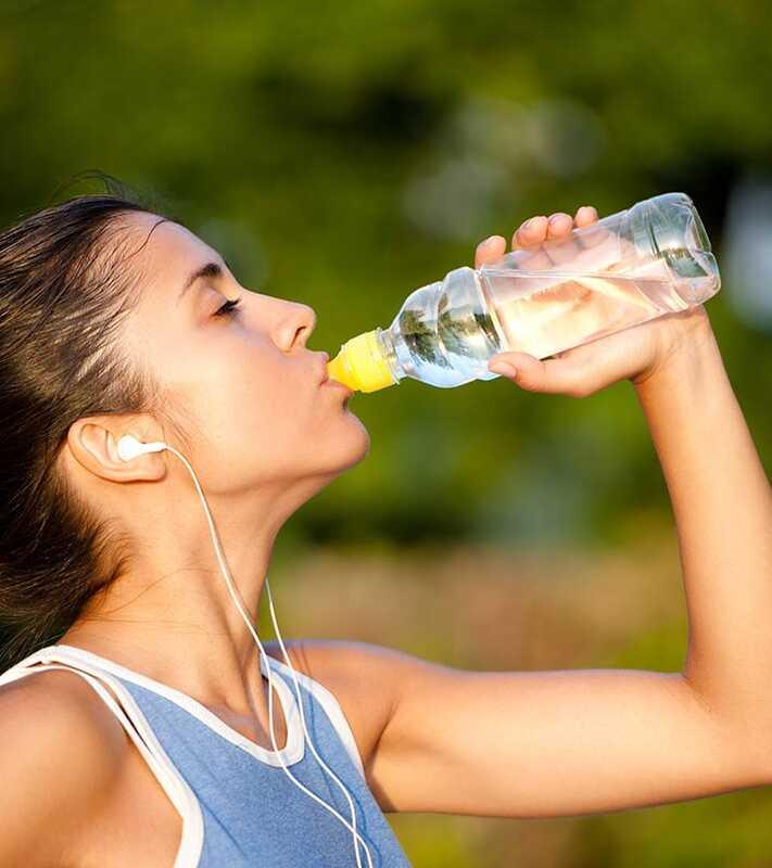 10 Neobvyklé vedľajšie účinky pitia Príliš veľa vody