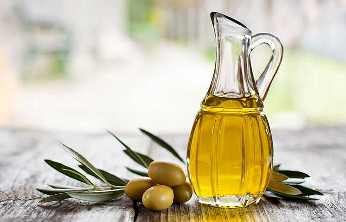 Hoe om olijfolie te gebruiken om vette huid te bestrijden?