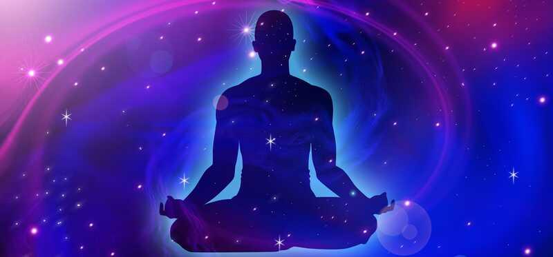 Čo je meditácia kozmickej energie a aké sú jej výhody?