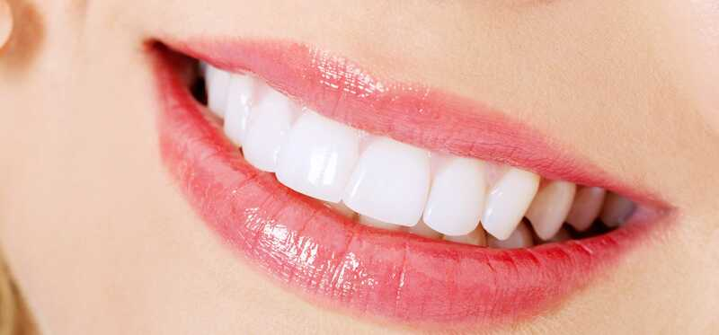 Ako bieliť zuby s jedlom a citrónom?