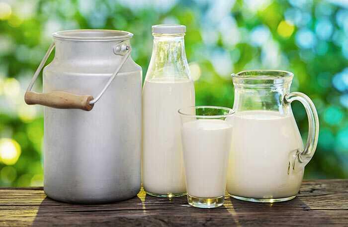 12 úžasných prínosov surového mlieka na koži