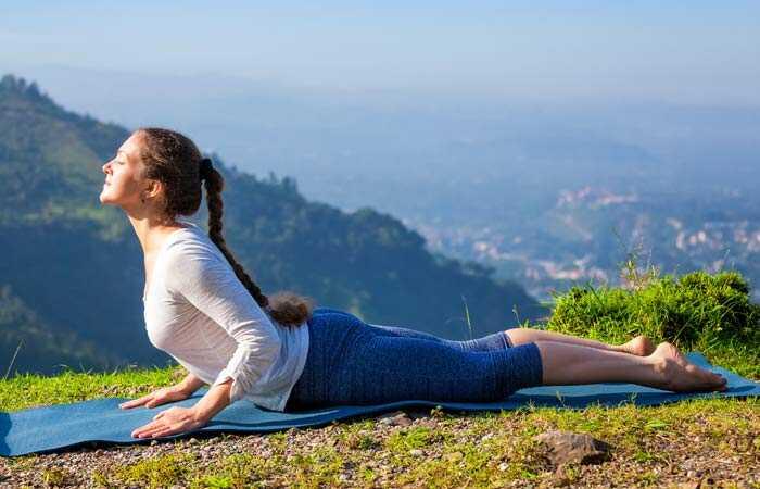 24 jednoduchých jóga Asanas, ktoré vyliečia bolesť chrbta rýchlo
