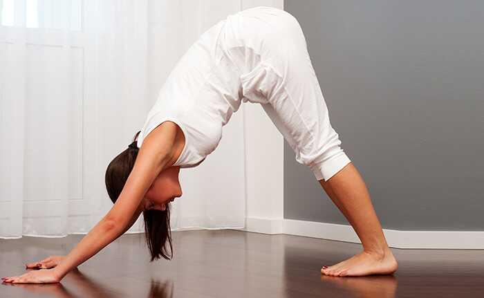 7 Yoga Poses para fazer Pós-jantar para o sono de uma boa noite