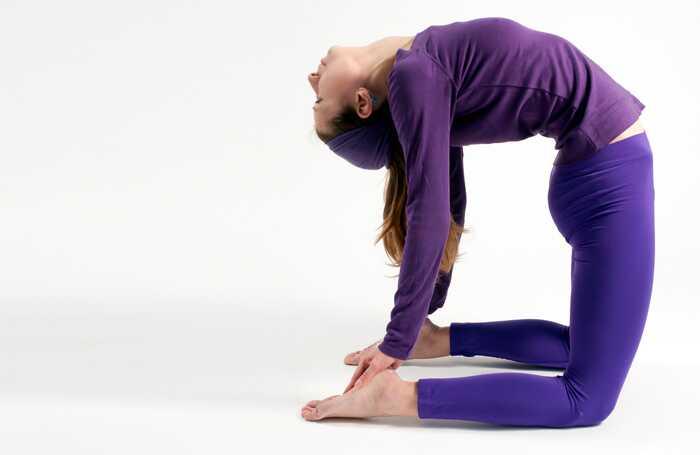 3 účinné jogy predstavujú liečbu herniovaného disku