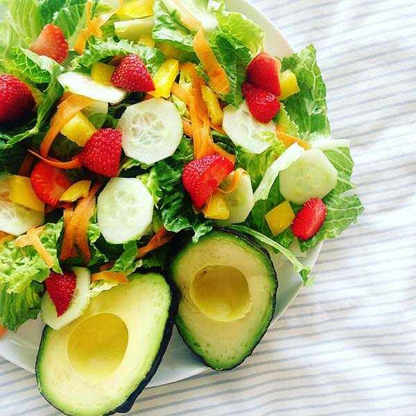 25 vasaras salātu receptes - veselīga, atsvaidzinoša un ātra