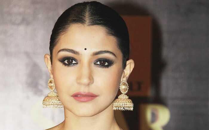 Anushka Sharma inspireret øjenmakeup - tutorial med detaljerede trin og billeder